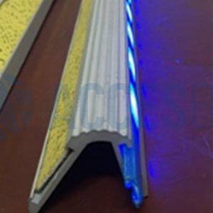 Acabado de Perfil Cantonera C/LED x 1.50m